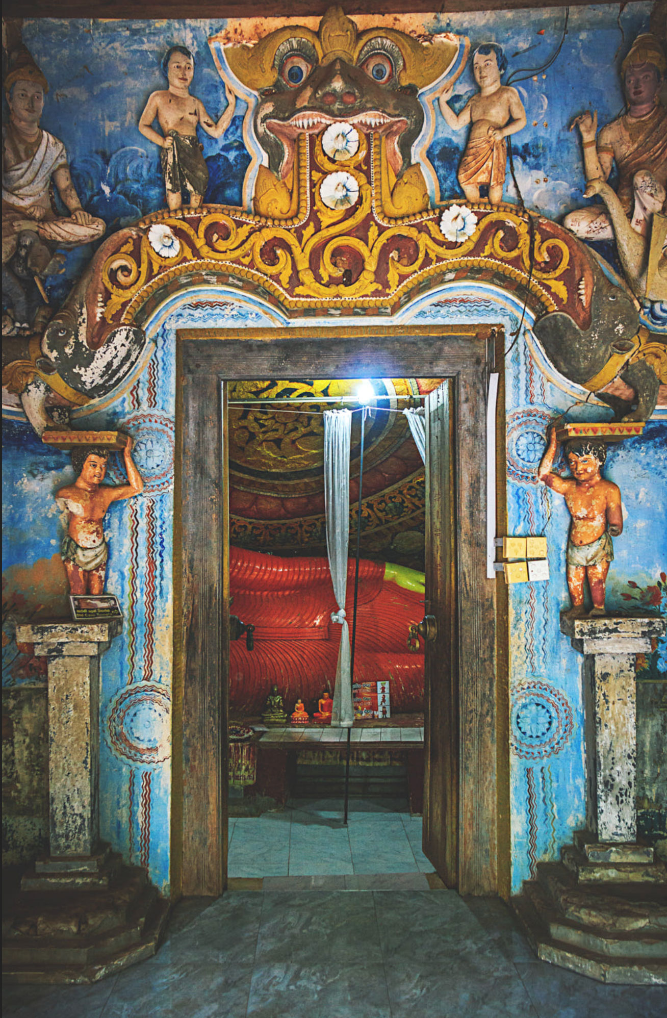 'Makara Thorana' doorway to the inner shrine room of the Pidurangala Viharaya.